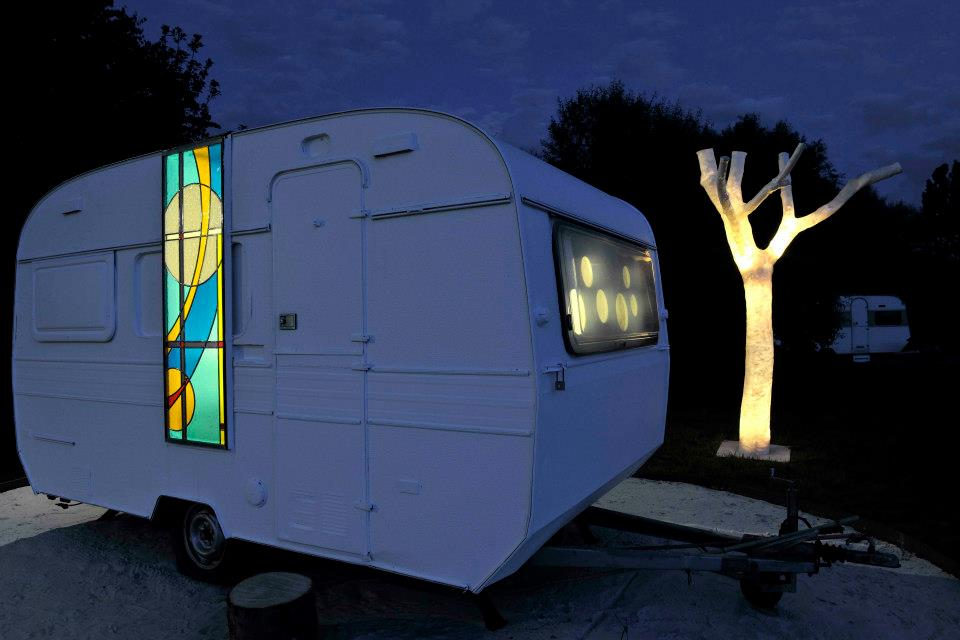 "The team of ""Artglas"" accomplished this project in collaboration with the  Belgian architect Vittorio Simoni. It has become an engaging blend of back to basics and design, originality and art. That is the exclusive experience which staying in cArAvAn offers. Nine old caravans were converted into remarkable sleeping quarters by local architects, designers, fashion designers and creative centipedes. They were located at a unique location, surrounded by green, yet within cycling distance from the centre of Hasselt. Courtesy ""Artglas""."